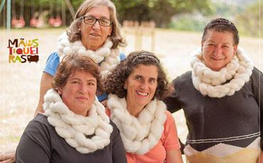 Projeto Mãostiqueiras transforma realidade de artesãs em Campos do Jordão