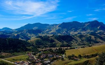 Destino romântico, São Bento do Sapucaí está a 37 km de Campos
