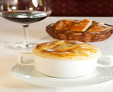Receita de inverno - Sopa de cebola com queijo ementhal