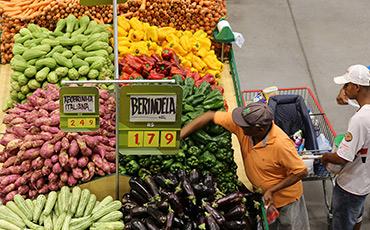 Economia brasileira registra alta de 0,46% em abril, indica BC